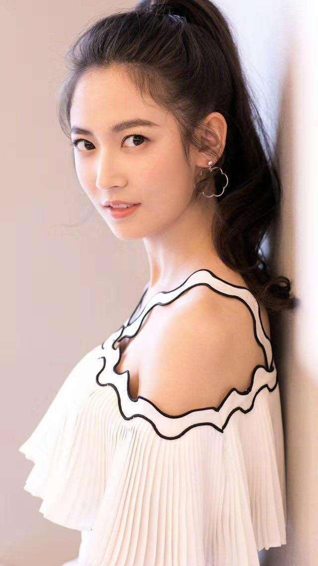 唐嫣不再继续捧陈钰琪,好资源都给了新签约的她?
